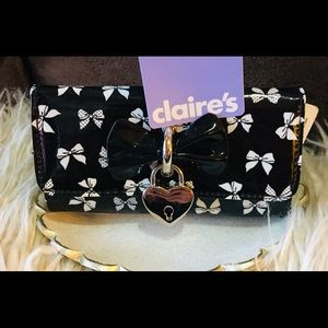 Claire's wallet